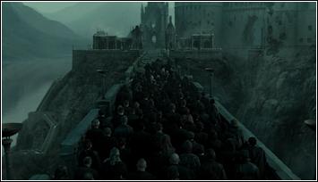 De Slag om Zweinstein - De dooddoeners, Bloedhonden,... gaan met Harry naar Zweinstein.png